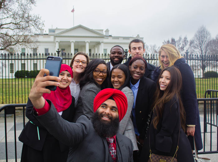 Interns-in-Front-of-White-House
